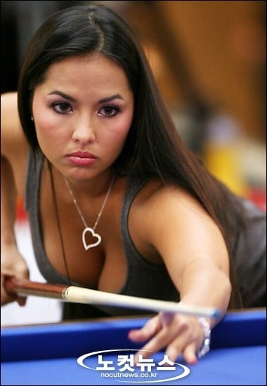 Shanelle Loraine sexy pool player